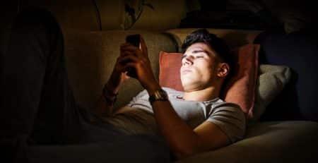 Todo lo que debes saber sobre el desfase del sueño en adolescentes