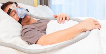 Un estudio de la Universidad de Michigan relaciona el uso del tratamiento de la apnea del sueño, llamado CPAP, con la reducción del riesgo de demencia.
